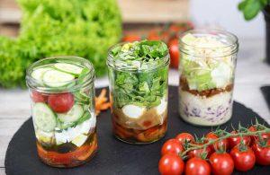 Frisch eingefüllt: Mein Lieblingsglas - Der frische und hausgemachte Salat im Glas von Das Obstkistl